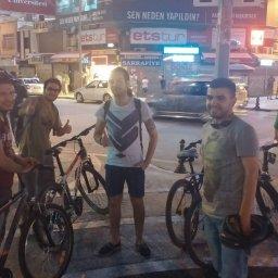bisikletciler